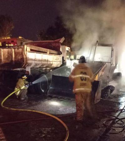 Desconocidos incendian maquinaria vial de la Municipalidad de Quiindy