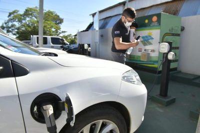 Ministerio de Industria habilita estaciones de recarga de autos eléctricos