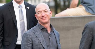 Crean solicitud para que Jeff Bezos no regrese a la Tierra de su viaje a la luna: Van más de 79 mil firmas