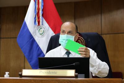 Óscar 'Cachito' Salomón es reelecto presidente del Congreso