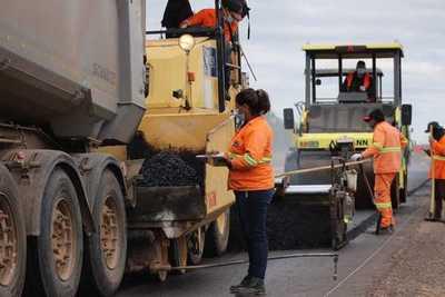 Inician trabajos con mezcla asfáltica en el Lote 1 del tramo Pozo Colorado – Concepción