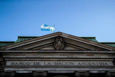 Argentina logra un superávit fiscal en mayo gracias a un impuesto extraordinario