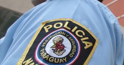 La Nación / Insólito: dos jóvenes detenidos por robar un gallo