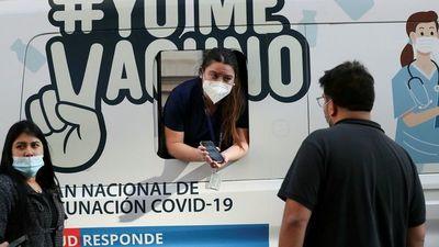 Chile inmuniza a menores de 17 años y Uruguay a migrantes sin documentación