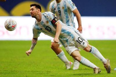 Messi celebra récord de 147 partidos con Argentina