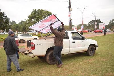 Interminable carterlería de candidatos en calles de CDE