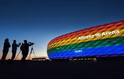 UEFA defiende su decisión pero viste su logo con colores arcoíris