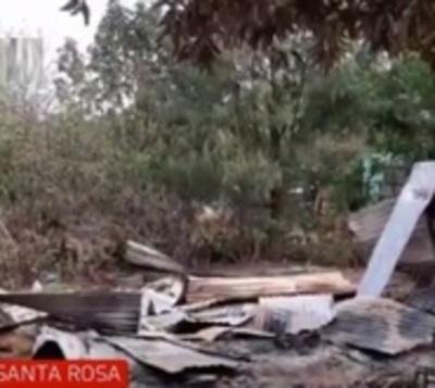 Familia queda en la calle tras incendio de su vivienda