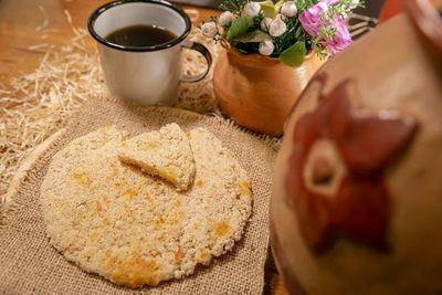 El mbeju y el pastel mandi´o son los más vendidos, según emprendedor del rubro