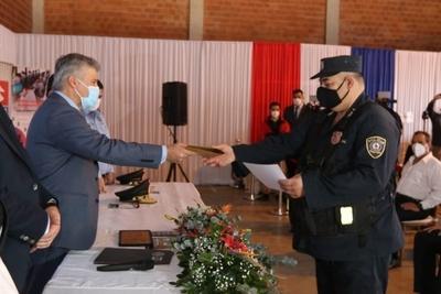 Ministro reconoce a efectivos policiales tras devolver dinero y documentos