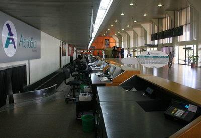 Los trabajadores de los aeropuertos bolivianos anuncian paro sin operaciones