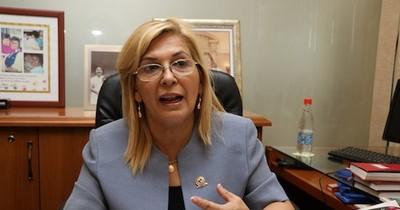 La Nación / Senadora que pactó para la mesa directiva renuncia al liderazgo de bancada del PLRA