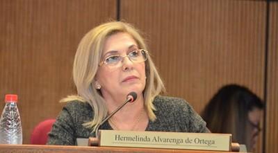 Hermelinda Alvarenga renuncia a su bancada tras votar por Salomón