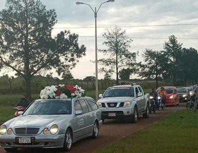 Féretro de Romero Roa llega a Minga Guazú