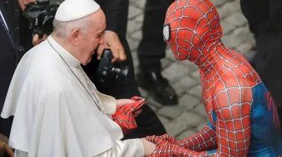 Un superhéroe en el Vaticano