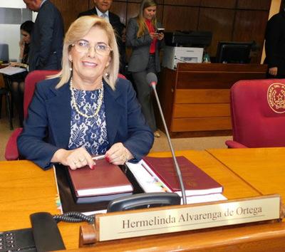 """Senadora Hermelinda Alvarenga renuncia al cargo de líder de bancada """"A"""" del PLRA"""