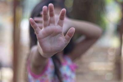 Piden juicio oral para hombre acusado de abusar de sus hijas