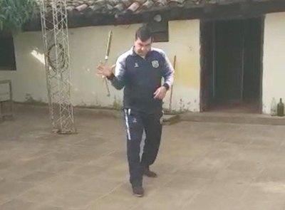 """Crónica / COMISARIO KUNG-FU. """"Tienen que terminar los policías gordos"""""""