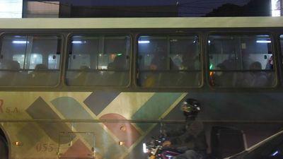 Pese a resolución de  VMT, en buses persiste aglomeración