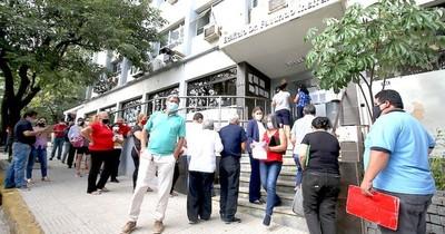 La Nación / Suspensión laboral: A IPS le restan US$ 15 millones para pagos
