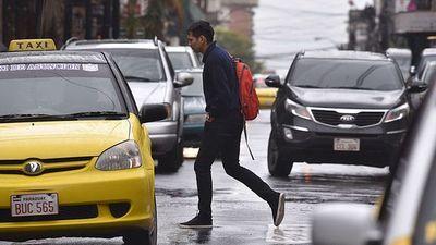 Jueves con lluvias, ocasionales tormentas y ráfagas de viento