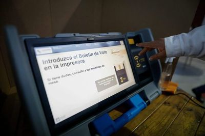"""TSJE: la máquina de votación puede """"colgarse"""", pero no adrede para favorecer a un candidato"""