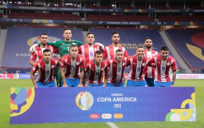 La Selección Paraguaya enfrenta a Chile en Brasilia