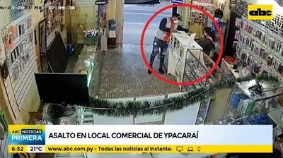 Motochorros asaltan local de venta de celulares