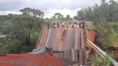 Fiscalía allana oficinas del MOPC por el derrumbe de puente en Tacuatí