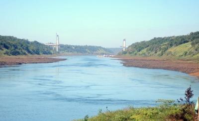 """""""Ventana de agua"""" favoreció salida de 80 mil toneladas de soja varadas en el río Paraná"""