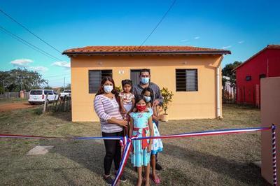 Gobierno nacional entrega 249 viviendas sociales en Concepción