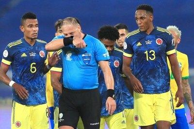 'Es así la regla, no cambia la posesión': El análisis del VAR en el gol de Brasil