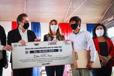 Inauguran telecentro y entregan aportes a operarios de futura planta de celulosa en Concepción
