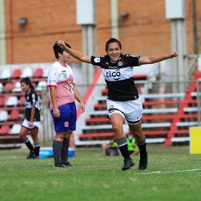 Olimpia transfiere a su mejor jugadora de fútbol femenino