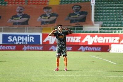 Luego de una temporada en Europa, Adam Bareiro volvería a México