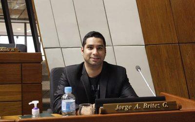 Jorge Brítez urge reparación de máquinas de diálisis en Alto Paraná