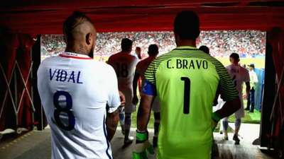 Abrazo pone fin a diferencias entre Bravo y Vidal