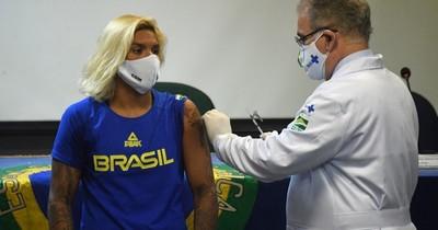 La Nación / Brasil registra récord de infecciones en tercera ola
