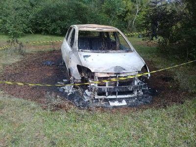Hallan vehículo incinerado y sospechan que fue usado en millonario asalto
