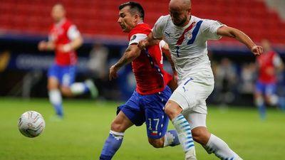 Gary Medel achaca al cansancio la derrota ante Paraguay