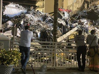 Por segundo día continúa la búsqueda y rescate de las víctimas del derrumbe en Miami
