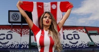 [VIDEO] Así celebró la modelo Karen Insfrán los goles de Paraguay