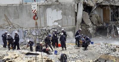 La Nación / Un incendio dificulta las tareas de rescate en el edificio derrumbado en Florida