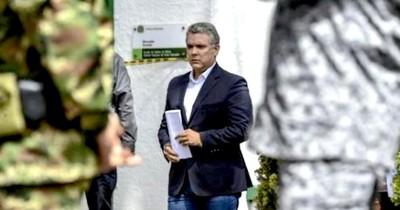 La Nación / El gobierno colombiano ofrece recompensa por información sobre ataque a helicóptero del presidente