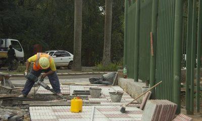 Construyen rampas y veredas inclusivas en la entrada del Jardín Botánico