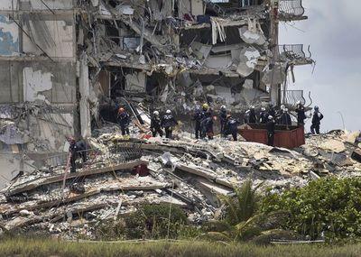 La búsqueda de sobrevivientes continúa en el edificio derrumbado del área de Miami