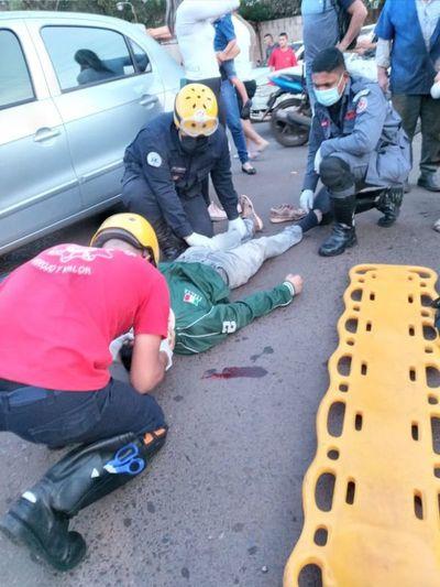 Motociclista quedó con lesiones tras colisionar por un automóvil en el barrio San Gerardo