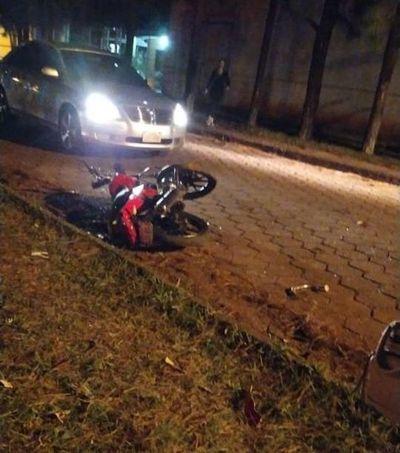 Conductor de camioneta atropelló a dos motociclistas y huyó, uno falleció