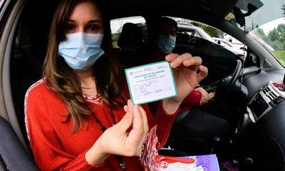 Diputado plantea portar carnet de vacunación para ingresar a eventos masivos