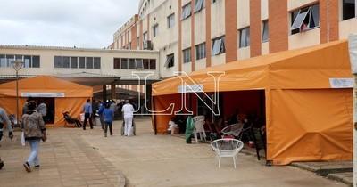 """La Nación / Hospital de Clínicas: """"Los pacientes están tirados en los pasillos, no hay camas de terapia"""""""